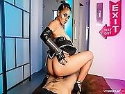 Vrcosplayx.com Introduce Aysha X As Valkyrie With Thor%27s Hummer Dick