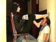 Goddesse Bojana Forcers Her Slave To Worship Her Feet