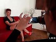Hermaphrodite Dans Un Gangbang Dans La Maison Du Sexe