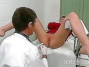 Skinny Teenie Vom Frauenarzt Gefickt