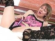 American Milf Jamie Foster Lets A Vibrator Buzz Away On Nipples And Clit