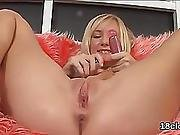 Cuddly Nympho Is Gaping Yummy Vagina In Closeup And Getting Off