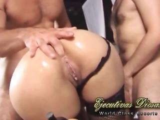 Doble Penetraci�n Con La Mujer De Un Cornudo Que Mira En El Club Swinger