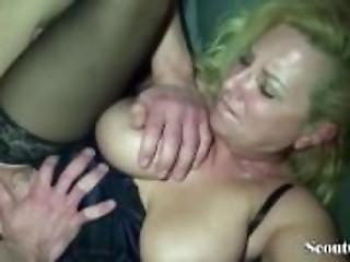 So leicht fickt man die MILF Nachbarin mit den MEGA Titten