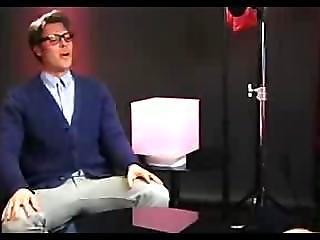 Singer Pink Armwrestling