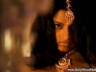 Exotic Brunette From New Delhi From Sexdatemilf