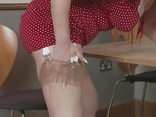 Milf In Nude Nylons Masturbate