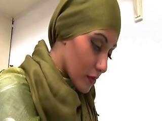 Zahara The Gorgeous Arab Girl Sucks And Fucks