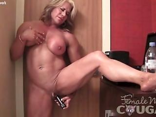 Amateur female bodybuilder having sex 4