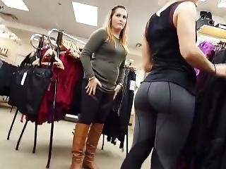 Hot Teen In Tight Leggings Exposes Her Big Bubble Butt To Everybody Around!
