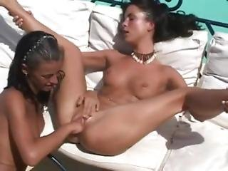 Sweet Amy Lee Is Fisting Petite Nella