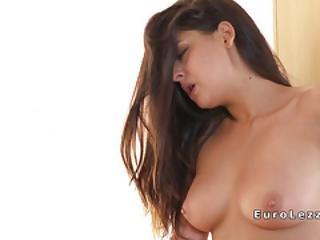 Kaunis, Brunetti, Eurooppalainen, Sormetus, Suuteleminen, Lesbo, Suu, Orgasmi, Seksi, Teini