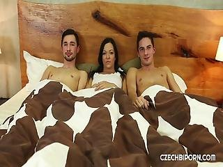 Hadsereg biszexuális orgia