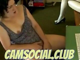 Girl Masturbate Looking On The Net