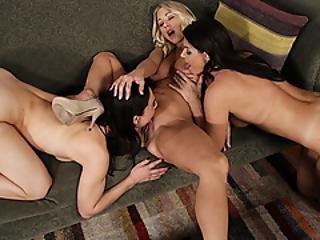 Pornstar lezbijka u troje