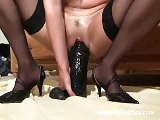 Horny Milf Fucking Huge Toys In He. Mallie From Dates25.com