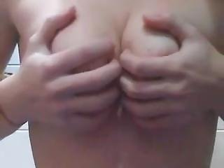 Spanish Teen Get Naked On Cam. Chica Espa�ola Se Desnuda En Camara