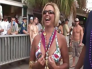 блондинка, брюнетка, выставка, мигающий, очки, на открытом воздухе, общественный, трепка, с обнаженной грудью, жена