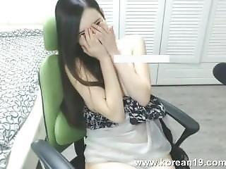 Korean Girl Shows Sexy Body 09