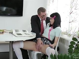 Tricky Old Teacher - Tricky Old Teacher Shows Esenia How A Pussy