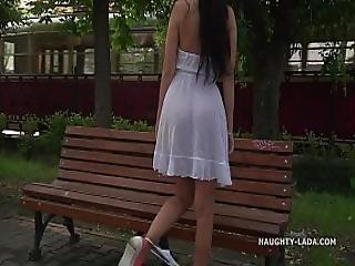 jurk, kinpperend, milf, publiek, ruw, rok
