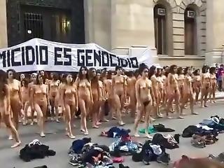 Las Chicas Argentina Se Desnudan En Publico!!!