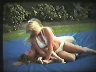 bambola, nel cortile, bikini, bionda, lesbica, vecchi
