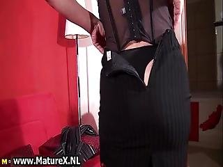 Blonde Mature Mom In Stockings Showing