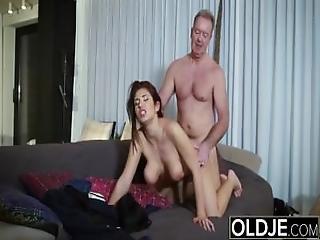Tienen 19 años, babe, bonita, teta grande, blowjob, cumshot, doggystyle, sexando, duro, vieja, vieja joven, sexo, tragar, Adolescente, joven