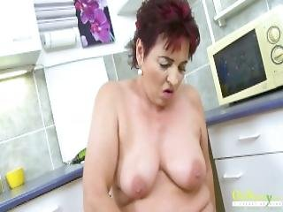 Mature Pleasing Her Pussy And Toys