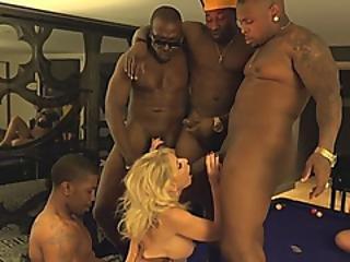 stort bryst, sort, blond, blowjob, cock sutning, deepthroat, kneppe, hardcore, interracial, sutter