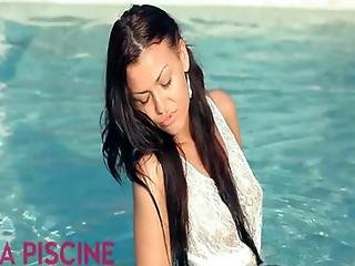 Super Hot Brunette Hannah Gets Outdoor Anal Fucked By The Pool