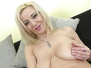Posh Mature Mom With Saggy Tits And Hungry Cunt
