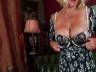 Old Mom Molly Maracas Feeling Sexy