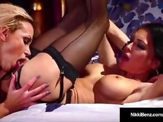 Stunning Blonde Nikki Benz & Jessica Jaymes Go Muff Diving!