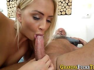 Teen Whore Gets Licked