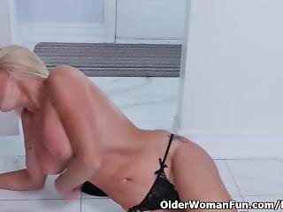 Canadian Milf Dani Dare Rubs Her Shaven Pussy