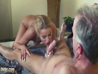brud, komma, svälja sperma, cumshot, dominering, femdom, knullar, hårdporr, gammal, gammal ung, äldre man, hårt, sexig, svälja, Tonåring, ung