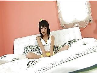 Niimi Nanako On The Bed