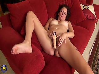 americain, brunette, poilue, maison, femme au foyer, masturbation, mature, solo, femme