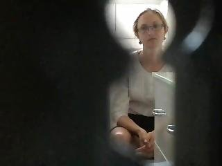 Spy Wc Annemie X17 (she Look Right Into The Keyhole!! )