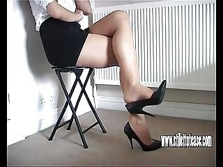 Hot Babe Teases Her Long Sexy Legs And Tapered High Heels