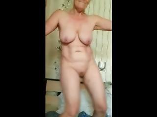 kaunis alaston musta nainen
