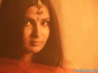 Wanderlust Leads To Indian Beauty Brunette Milf