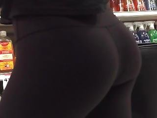 Pretty Blonde Teen With A Perfect Bubble Butt In Lululemon Leggings