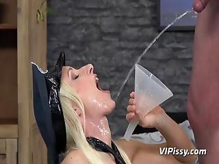 Vanessa Hell Pissing Porn