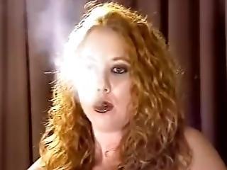encaracolada, ruiva, fumar, só