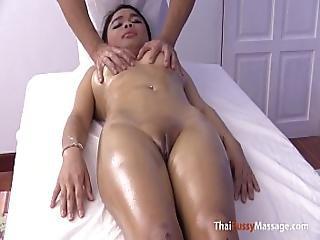 asiatique, bargirl, gros sein, seins, crème, serrée, doigtage, massage, chatte, thailandaise, mouillée