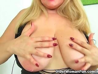 Buxom Milf Musa Dildos Her Shaven Cunt