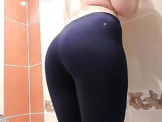 Girl Peeng In Yoga Pants